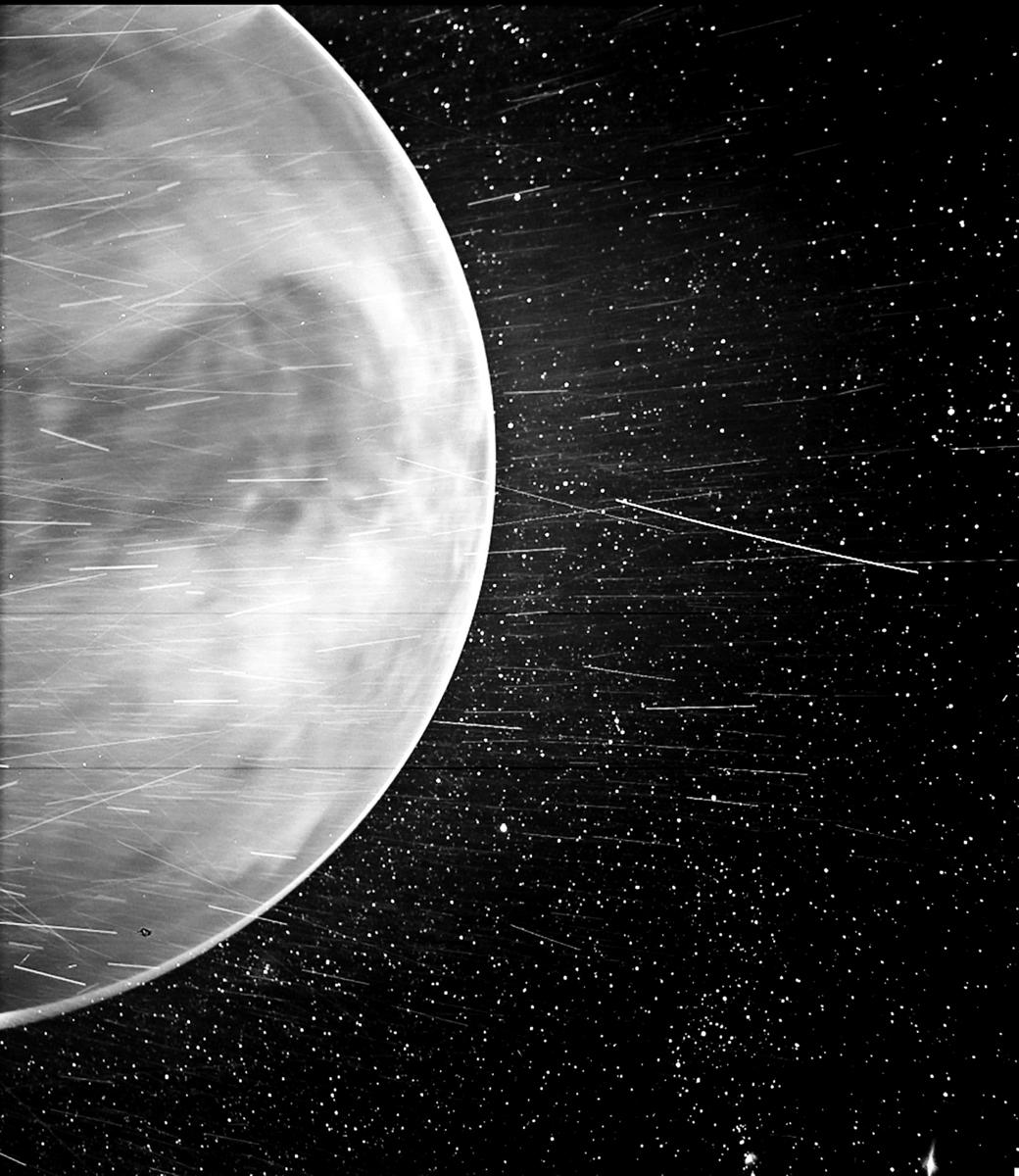 美國太空總署(NASA)2 月25 日發佈了這張照片,展示了帕克探測器拍到的金星。(NASA)