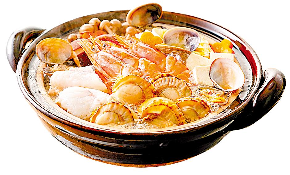 蛤蜊蒸煮的湯汁作為鍋底,做成美味的火鍋。