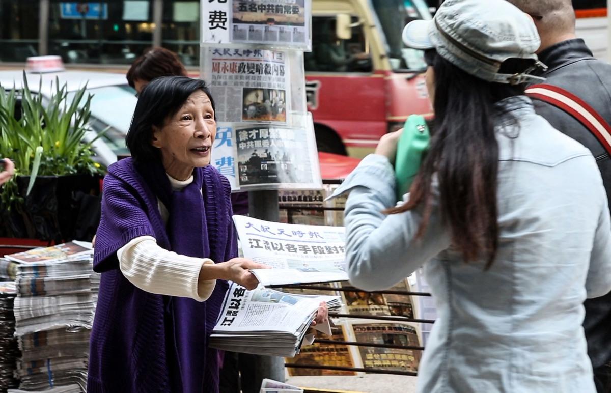 楊美雲是當年第一個被抬進警車的法輪功學員,案件也因此稱為「楊美雲案」。(余鋼/大紀元)