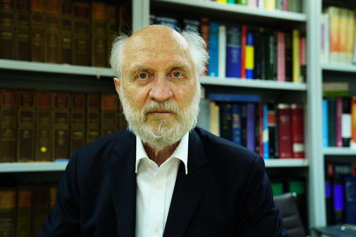 79歲的美籍人權律師關尚義(John Clancey),今年1月6日因為參與和組織泛民初選,涉顛覆國家政權罪而被捕。他是2002年法輪功阻街案的代表律師之一。(陳弘銘/大紀元)