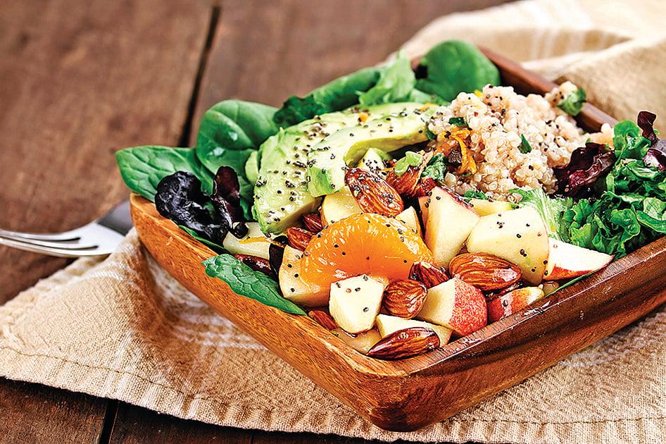 藜麥、牛油果和帶皮蘋果沙律,是非常適合排毒的健康飲食。