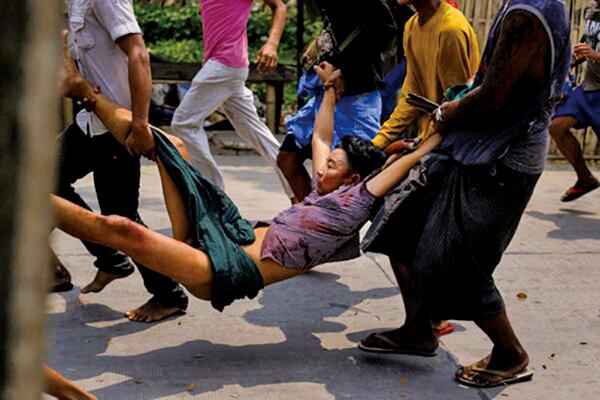 緬甸援助政治犯協會指出,安全部隊14日在仰光的萊達雅區殺害至少22名反軍事政變的示威者。(STR/AFP via Getty Images)