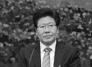 杭州G20峰會召開前夕,新疆與湖南等六省份一把手換人。其中,63歲的新疆書記、政治局委員張春被免職後,迅速傳出處境不妙、面臨清算的消息。張春賢是江派高級馬仔,曾公開對抗習近平。(網絡圖片)