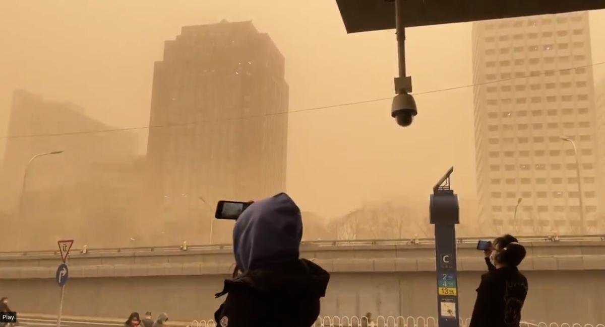 3月15日,北京市出現沙塵暴,滿天黃沙、遮天蔽日。(視頻截圖)