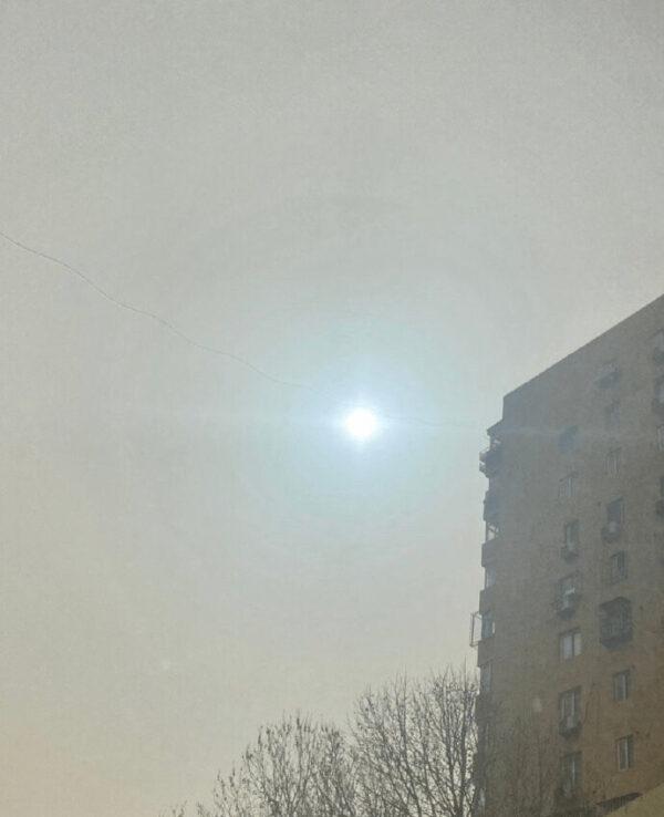 多地民眾發現天空驚現「藍太陽」(大陸網友提供)