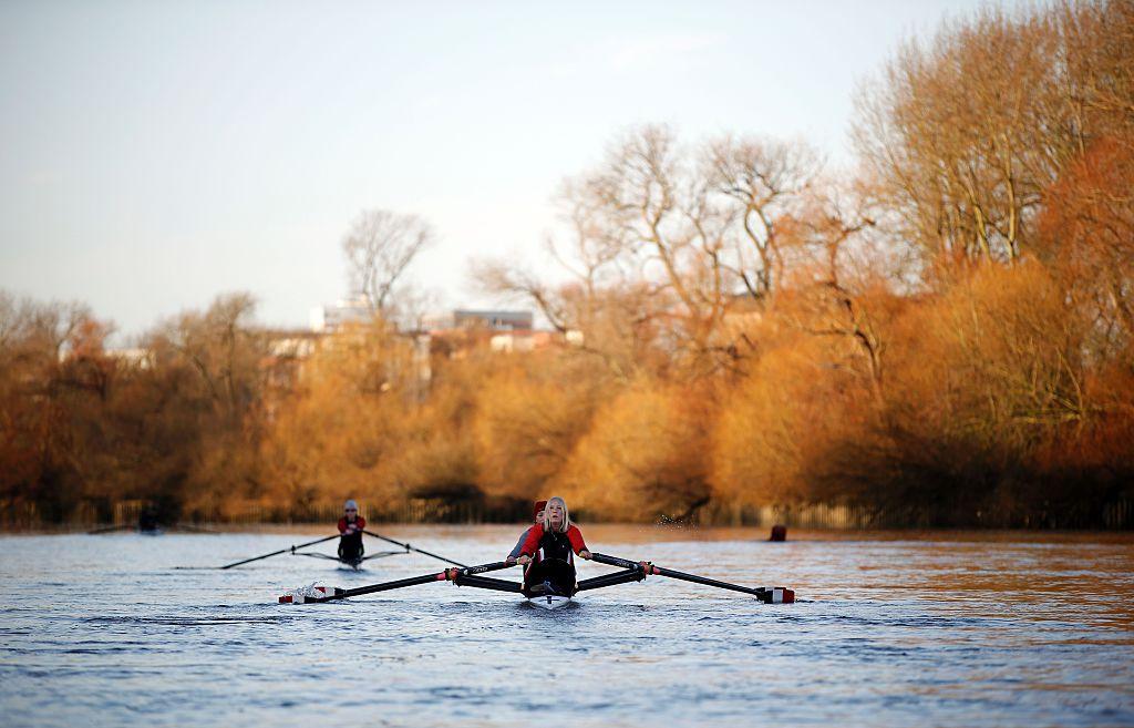 Richmond位於泰晤士河旁,好天氣時可結伴划艇。(Photo credit should read ADRIAN DENNIS/AFP via Getty Images)