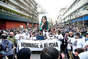 法少女遭霸凌死 數千人哀悼