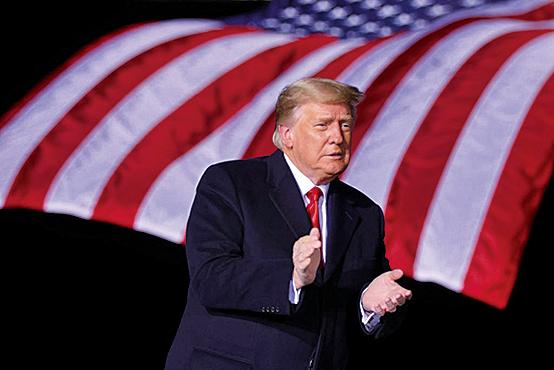 1月4日,在佐治亞州道爾頓地區機場,時任美國總統特朗普抵達共和黨全國委員會勝利集會。(Getty Images)