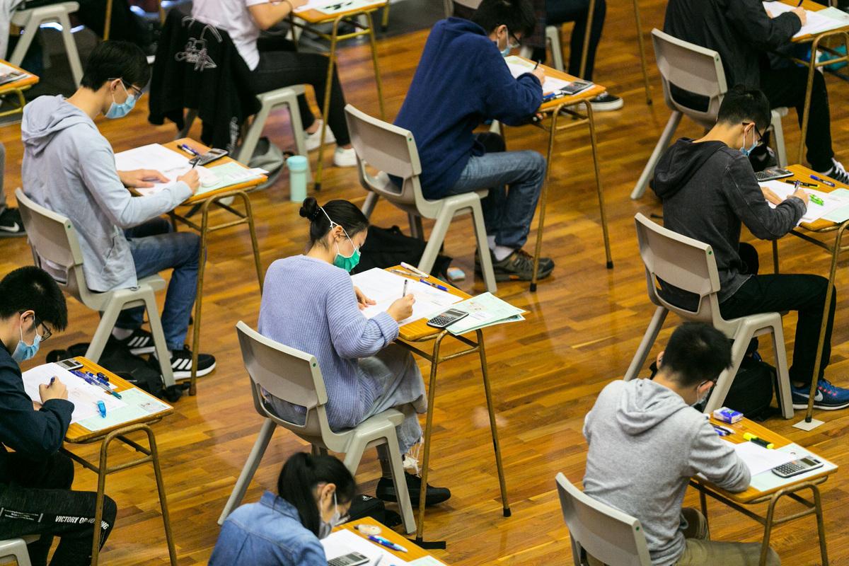 2021年香港中學文憑試(DSE)將於4月23日開考,教育局今日宣佈,是次DSE試場學校須暫停面授課程6天。(考評局提供)
