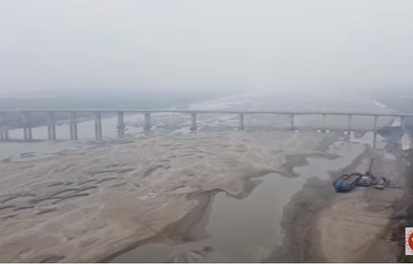 長江武漢段見底 專家:中共「改造自然」惡果