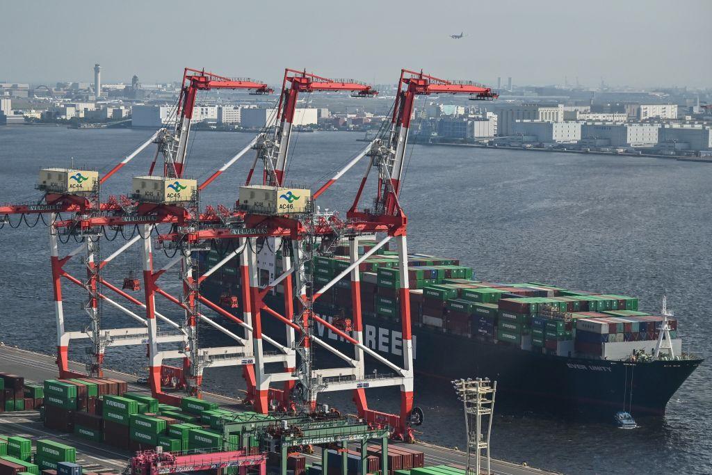 日本昨(3月17日),公佈2月出口按年下降4.5%至60,380億日圓,貿易順差2,174億日圓。(CHARLY TRIBALLEAU/AFP via Getty Images)