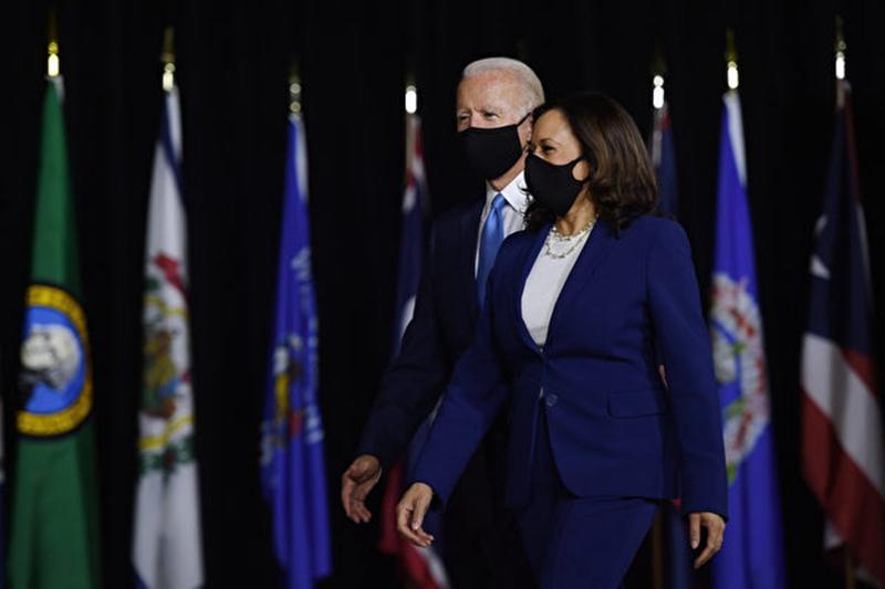 美國總統拜登和副總統賀錦麗(Kamala Harris)。(OLIVIER DOULIERY/AFP via Getty Images)