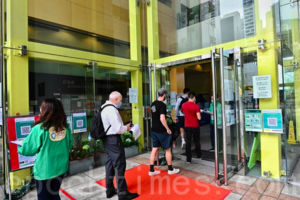 香港一日12人接種疫苗後送院