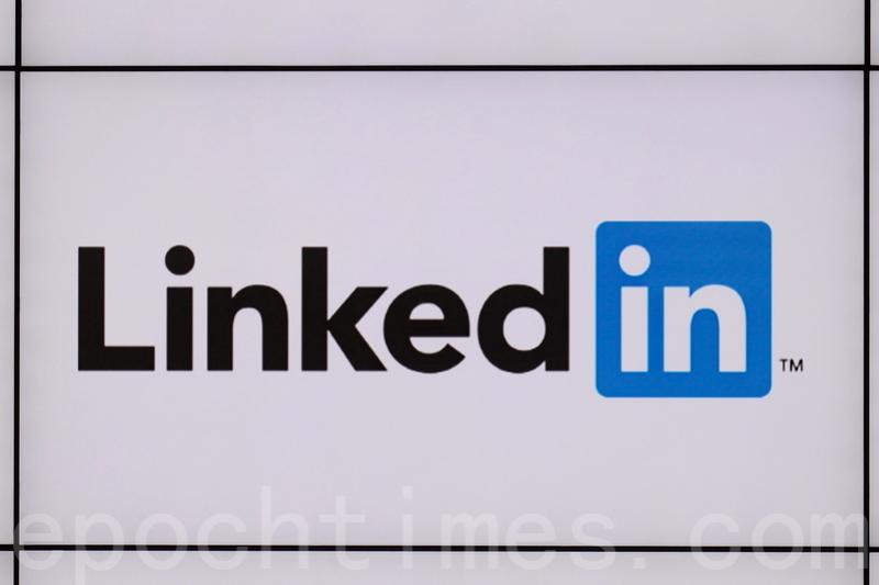 LinkedIn公司在香港銅鑼灣希慎中心的辦公室標誌。(宋祥龍/大紀元)