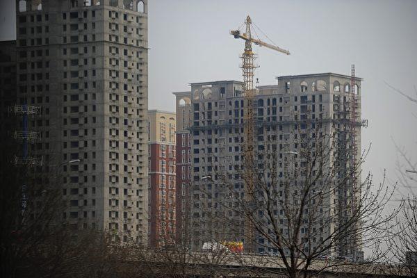 2021年3月20日,大陸樓市調控雷聲轟轟,各大媒體不斷報道樓市「資金審查全面收緊」「此輪樓市調控正中要害」等,但這也被民眾質疑為雷聲大、雨點小的舉動。(AFP/WANG ZHAO)