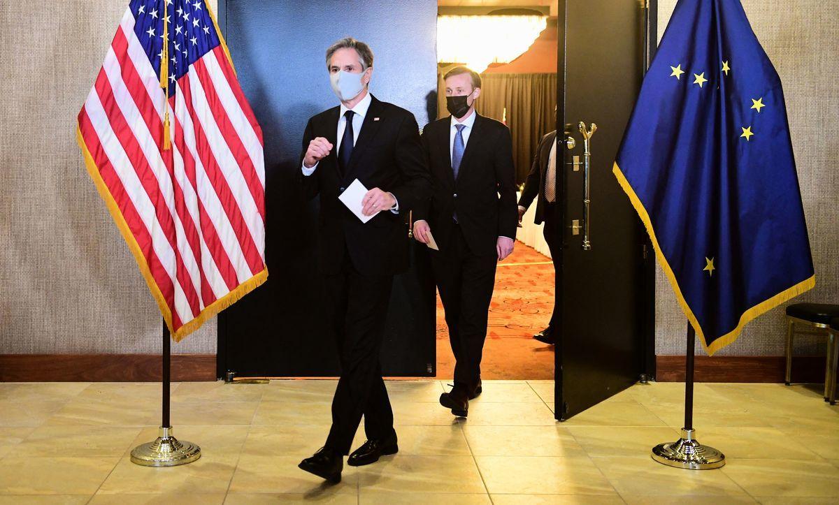 周四(3月18日),美國國務卿安東尼·布林肯(Antony Blinken)和國家安全顧問傑克·沙利文(Jake Sullivan)在阿拉斯加會晤中共最高外交官楊潔篪和外交部長王毅。布林肯和楊潔篪公開交鋒,互不相讓。(Photo by Frederic J. BROWN / POOL / AFP)