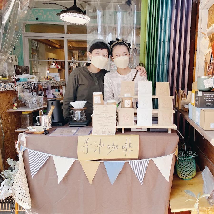大澳聖誕市集期間Mon和小景的手沖咖啡攤位。(受訪者提供)