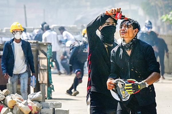 中國護照有何用? 緬甸中企員工有家難回