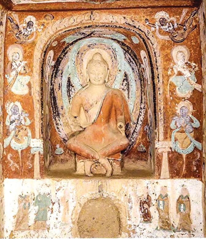 圖為敦煌莫高窟的北涼第268窟西壁的繪塑。(公有領域)