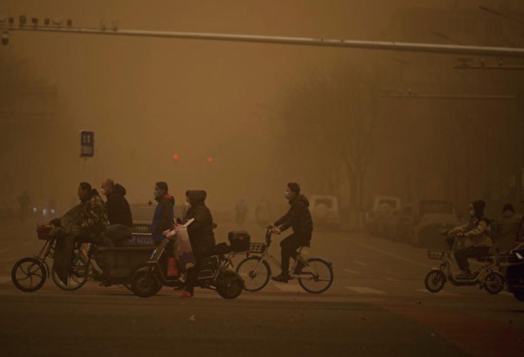 圖為3月15日,北京市出現沙塵暴,滿天黃沙、遮天蔽日。(Getty Images)