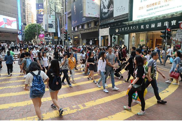 澳洲會計師公會昨(22日)發表調查報,指香港小型企業前景信心跌至新低。圖為銅鑼灣羅素街。(宋碧龍/大紀元)