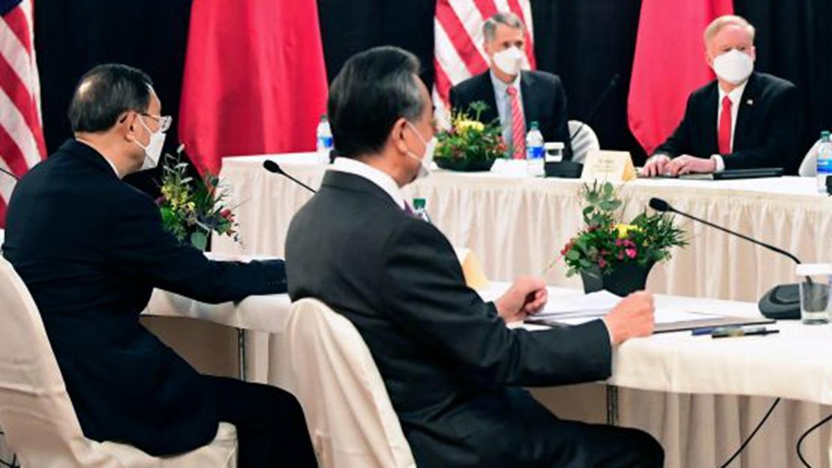 楊潔篪和王毅兩人罕見的不睦細節也在中美會談中曝光。(FREDERIC J. BROWN/POOL/AFP via Getty Images)