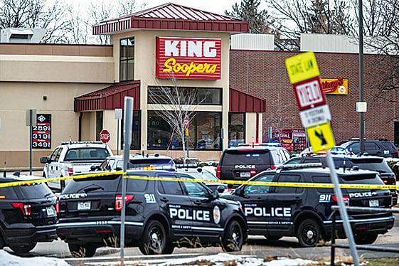 美科州爆槍擊至少十人身亡 疑犯遭逮