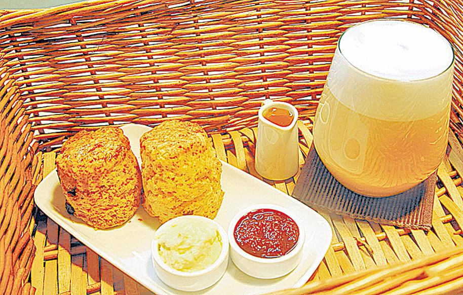 阿薩姆蜂蜜紅茶拿鐵佐味司康,美味又幸福!