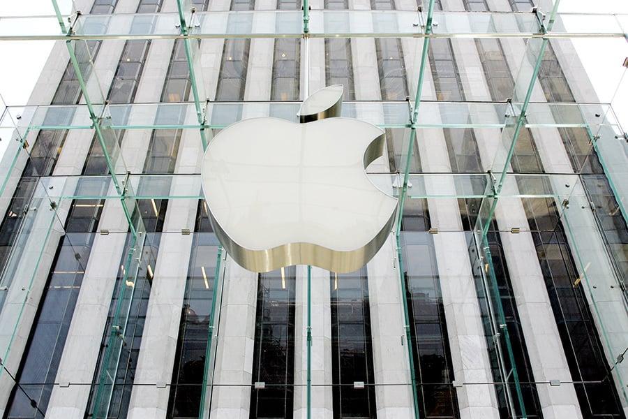 歐盟30日裁定蘋果公司要補稅,稅額高達130億歐元(145億美元),執行長庫克發表聲明表示該公司守法納稅,未違反稅法,將提起上訴。(DON EMMERT/AFP/Getty Images)
