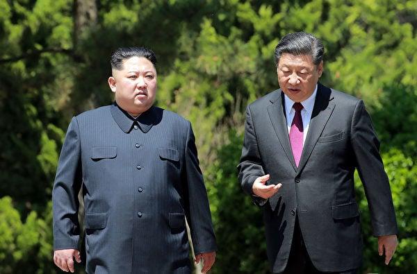 中美高層阿拉斯加會談之後,3月21日,北韓發射兩枚導彈;3月22日,金正恩習近平互傳口信,揚言稱合作「應對敵對勢力」;3月23日,北韓軍方在靠近韓國邊境的地方出現異動。圖為2018年5月習近平與金正恩在大連會面。(KCNA VIA KNS/South Korea OUT/REPUBLIC OF KOREA OUT/AFP)