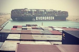 台灣長榮貨輪卡死蘇伊士運河  埃及重要水路大擠塞