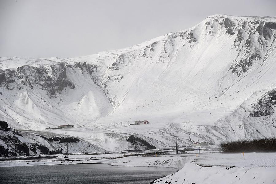 因最近發生的兩次四級以上地震,冰島氣象局正密切注意全國最大火山卡特拉(Katla)的動靜。(EMMANUEL DUNAND/AFP/Getty Images)