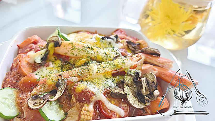 松葉蟹日式蕃茄醬蟹肉焗飯。
