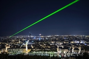 美飛機遭雷射光束照射的案例近年激增