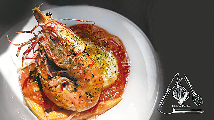 八吋紅花蝦蟹肉燴意粉。