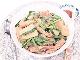 【梁廚美食】沙茶醬韭菜豬皮魷魚