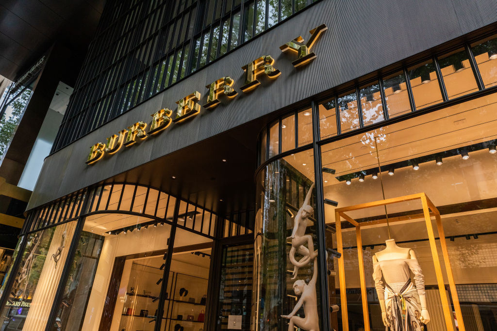 昨天(3月24日)瑞典時裝品牌H&M遭中共官方點名後,今天(25日),Burberry、Adidas、Nike等品牌又遭中共官媒點名。這些品牌均曾發聲明抵制新疆棉花。圖為Burberry。(Asanka Ratnayake/Getty Images)
