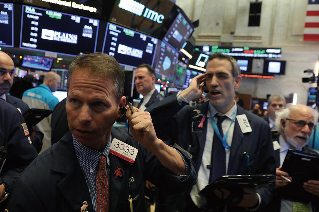 中概股在有可能被摘牌消息影響下普跌。圖為12月19日的紐約證交所交易場內一景。(Getty Images)