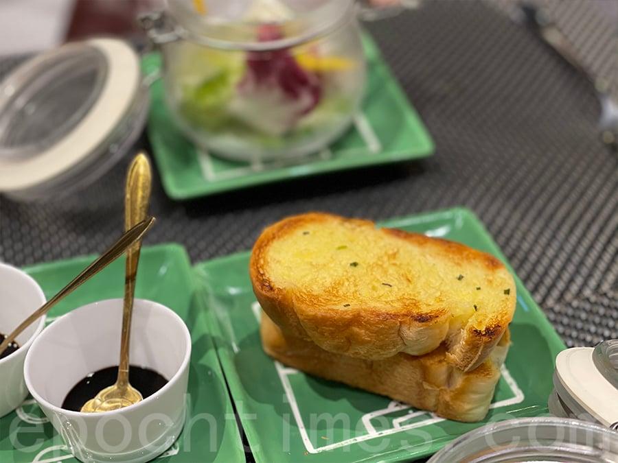 蒜蓉包方面即叫即焗,鬆化軟熟而且熱辣辣。(Siu Shan提供)