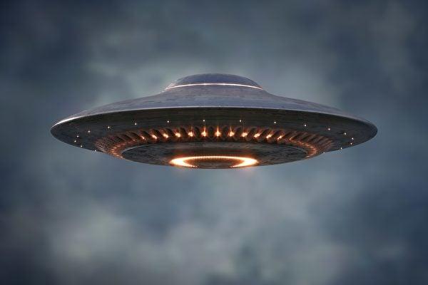 美國聯邦參議員魯比奧表示,UFO(不明飛行物體)飛越美國軍事基地上空事件令人擔心。五角大樓前美國家情報局長拉特克利夫向媒體說,6月1日之前,國防部將公佈相關UFO報告。圖為UFO示意圖。(Shutterstock)