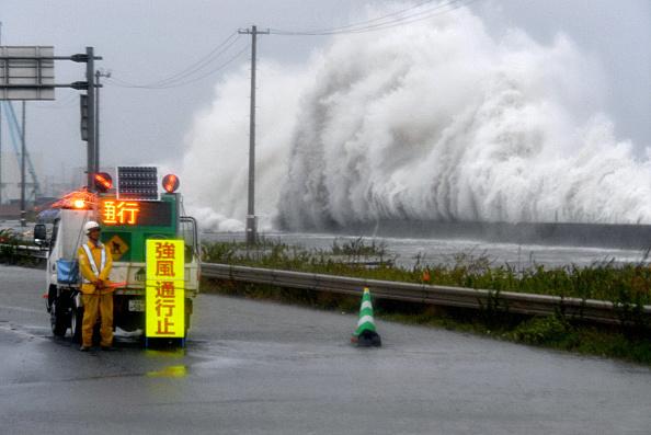 10號颱風「獅子山」於8月30日下午從日本東北地區的岩手縣大船渡市登陸,東北地區多個縣以及北海道遭受強烈颱風的肆虐,普降暴雨,河川決堤,大量積水湧進住家。(Getty Images)