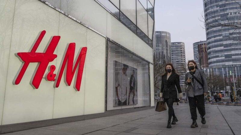 北京市一家H&M旗艦店的徽標。(Kevin FrayerGetty Images)