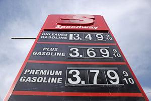 美國汽油均價逼近三美元