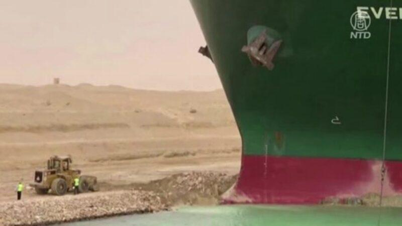 長賜號擱淺蘇伊士運河  小挖土機「救援」畫面瘋傳