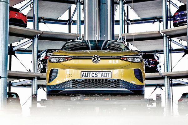 大眾汽車德國北部一個存車實施裏的新款電動車。(Getty Images)