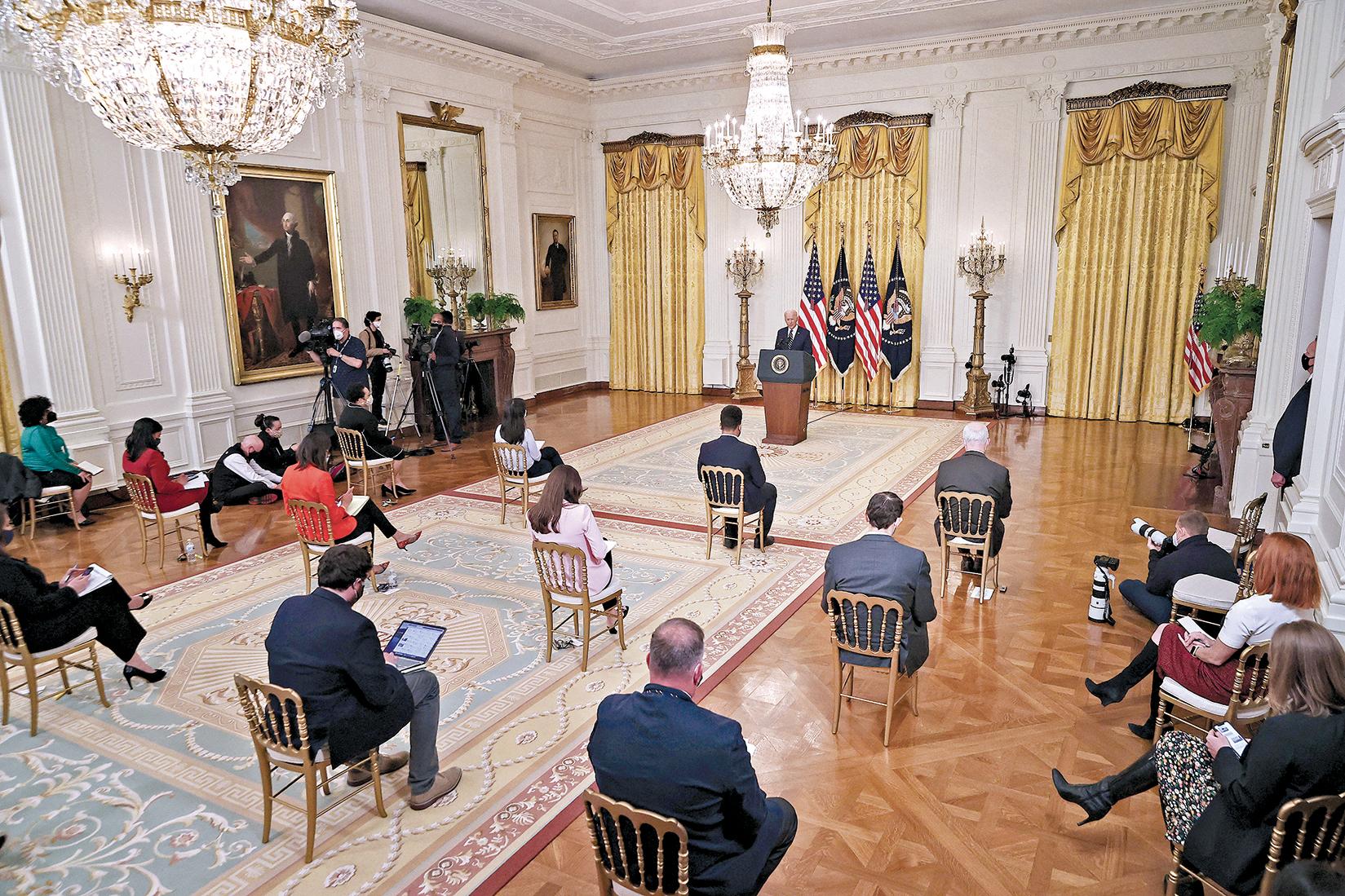 美國總統拜登於3月25日在白宮東廳舉行了上任後首場記者會。(Getty Images)