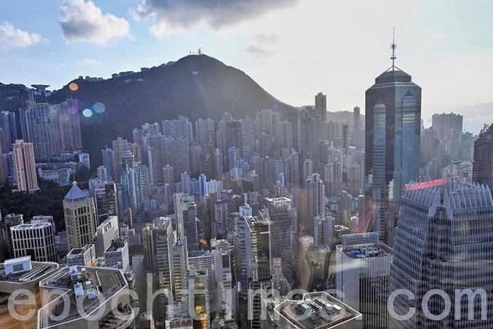 「港版國安法」實施後,不願遭中共打壓的香港人,在去年已將2,690億港元轉移至加拿大,未來可能出現更大規模的移民與資金轉移浪潮。(宋碧龍/大紀元)