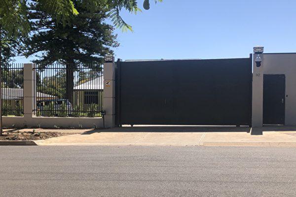 南澳獨立議員帕特里克指責中共在南澳這個國防工業重地開設領館是為了方便其間諜活動。圖為中共在南澳修建的新領館。(蕭美/大紀元)