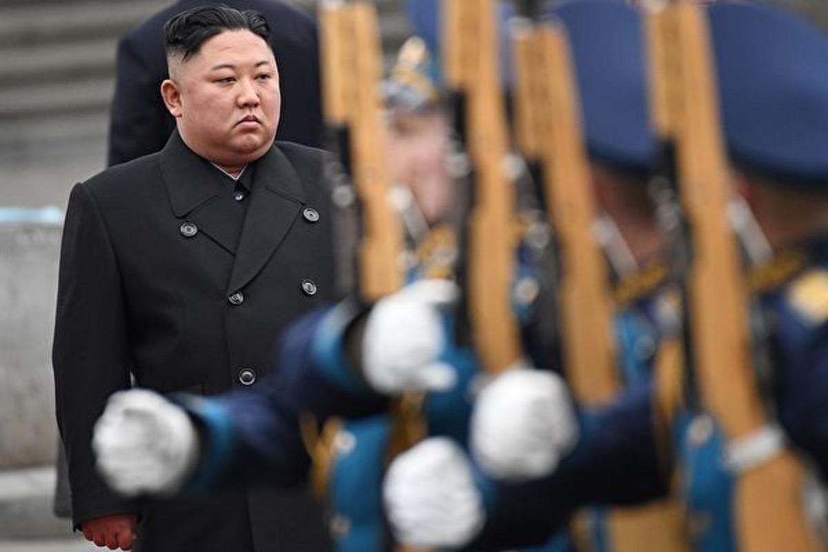 有消息指,北韓可能有新彈道導彈潛艇準備在不久的將來下水。北韓官員指責拜登政府有敵意,聲稱將繼續培養軍事力量。白宮發言人珍‧普薩基表示,拜登不打算與金正恩會面。圖為金正恩。(KIRILL KUDRYAVTSEV/AFP via Getty Images)