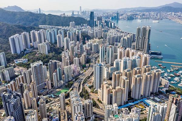 戴德梁行3月29日發表2021年全球投資指南,料1,650億美元流入亞太區樓市。(ANTHONY WALLACE/AFP via Getty Images)